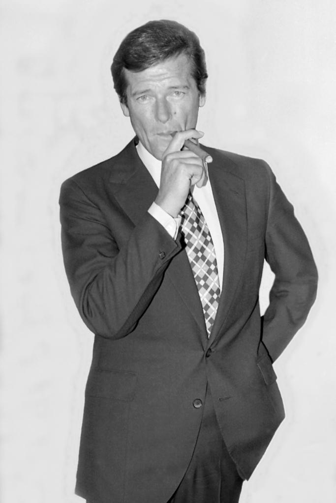 Smoking in James Bond